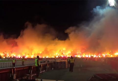 """Tai bent fanų šou: """"Crvena Zvezda"""" stadionas virto liepsnojančiu pragaru (VIDEO)"""