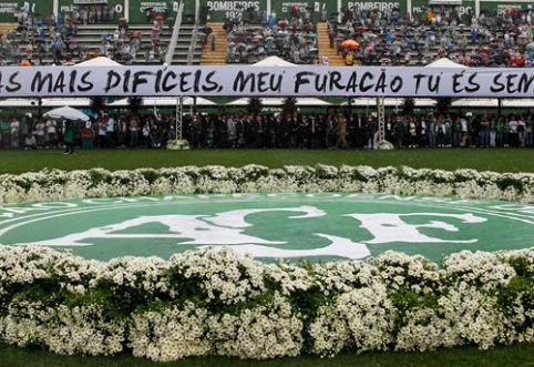 """Katastrofoje žuvusiems """"Chapecoense"""" klubo žaidėjams - """"Copa Sudamericana"""" trofėjus"""