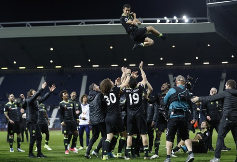 "Triumfo akimirkos: ""Chelsea"" ir A. Conte linksmybės po iškovoto ""Premier"" lygos titulo (VIDEO)"
