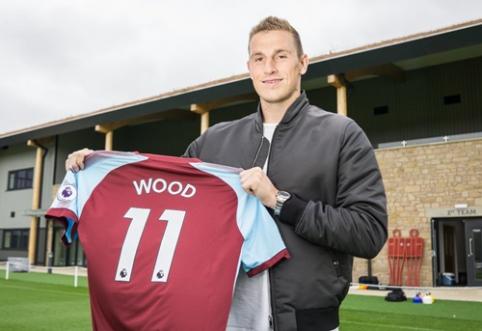 """Oficialu: """"Burnley"""" rekordiniu pirkiniu tapo puolėjas C. Woodas"""
