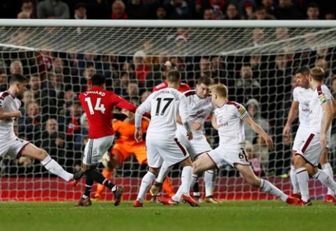 """""""Man Utd"""" išplėšė tašką prieš """"Burnley"""", """"Chelsea"""" ir """"Liverpool"""" džiaugėsi pergalėmis (VIDEO)"""