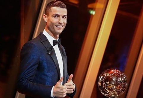 """Penktasis """"Auksinis kamuolys"""" - C. Ronaldo rankose"""