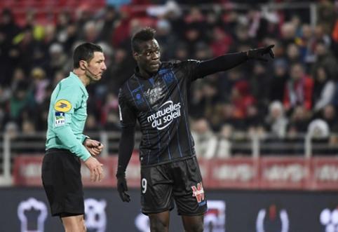 Po to, kai dėl rasizmo pasiskundęs M. Balotelli už tai gavo geltoną kortelę, UEFA ragina imtis griežtų veiksmų (VIDEO)