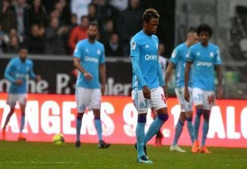 """""""Marseille"""" nepasinaudojo proga pakilti į trečią vietą, E. Cavani dublis išgelbėjo PSG nuo pralaimėjimo (VIDEO)"""