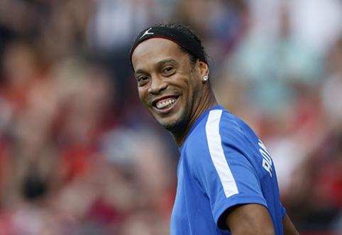 POP: Ronaldinho ketina vesti dvi moteris