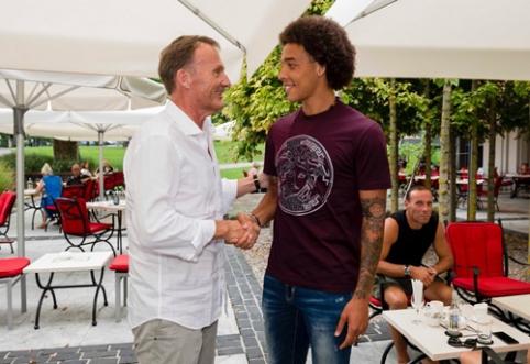 "Oficialu: A. Witselis vilkės Dortmundo ""Borussia"" marškinėlius"