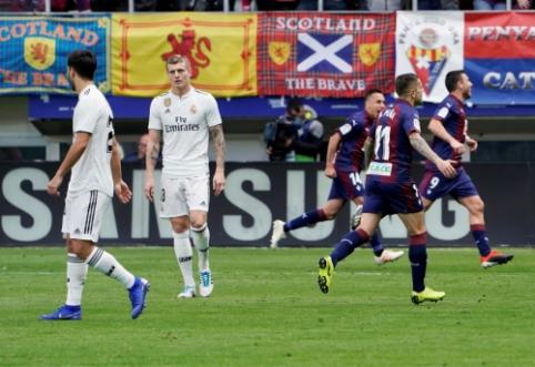"""Sensacingai žaidęs """"Eibar"""" sutriuškino vėl į duobę įkritusį Madrido """"Real"""""""