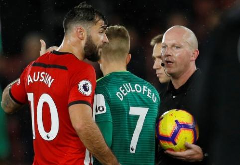 """""""Southampton"""" puolėjas po lygiųjų į šuns dienas išdėjo """"Premier"""" lygą ir jos arbitrus"""