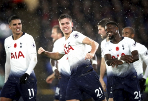 """""""Tottenham"""" triumfavo Londono derbyje, """"Newcastle"""" šventė antrą pergalę iš eilės"""