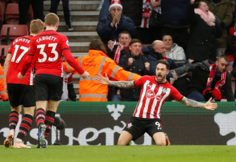 """""""Southampton"""" nutraukė """"Arsenal"""" nepralaimėtų rungtynių seriją, E. Hazardas atvedė """"Chelsea"""" į pergalę"""