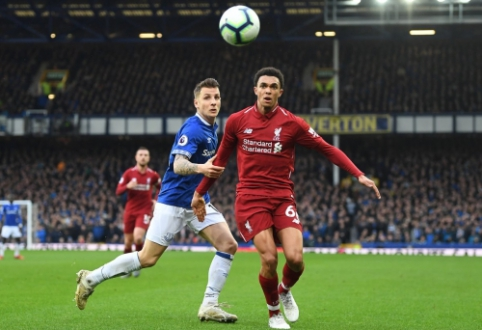 """""""Liverpool"""" neįveikė """"Everton"""" ir prarado lyderio poziciją """"Premier"""" lygoje"""