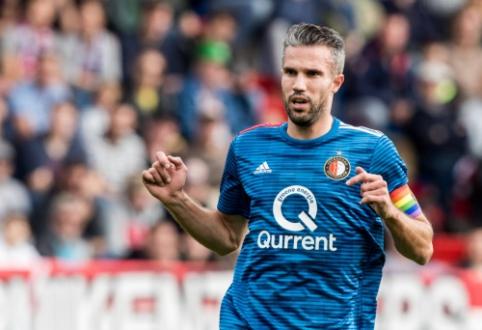 """R. van Persie: """"Ajax"""" yra favoritai rungtynėse su """"Tottenham"""""""