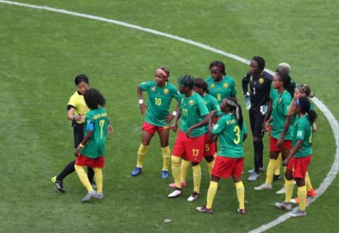 Moterų pasaulio čempionatas: kamerūnietės spjaudė, stumdė ir grasino savo varžovėms