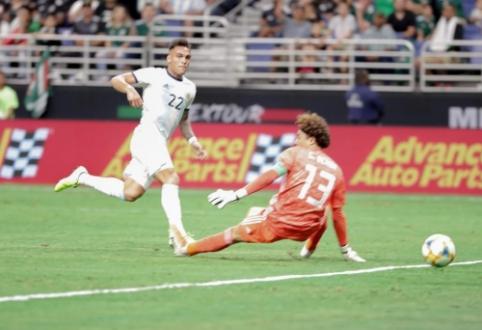 """Draugiškose rungtynėse – brazilų nesėkmė ir L. Martinezo """"hat-trickas"""""""
