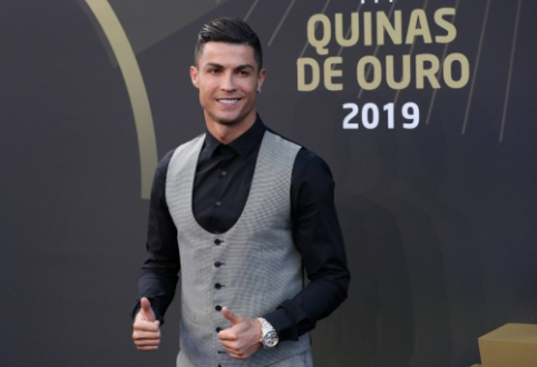 C. Ronaldo prieš atvykdamas į Lietuvą atsiėmė apdovanojimą Portugalijoje