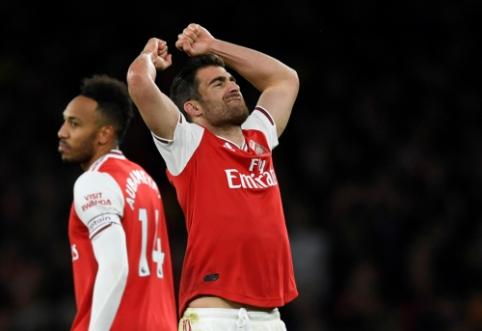 """""""Arsenal"""" iššvaistė dviejų įvarčių persvarą namuose, """"Man Utd"""" grįžo į pergalių kelią"""