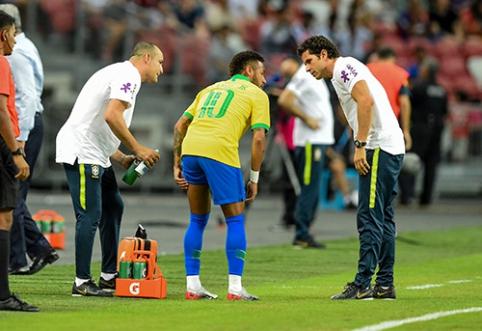Prakeiksmas tęsiasi: Neymaras vėl patyrė traumą