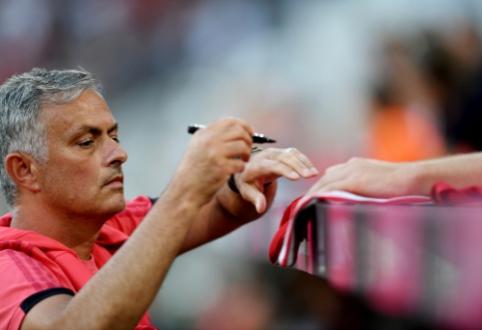 """Darbus """"Tottenham"""" klube pradedantis J. Mourinho išsirinko trenerių štabą"""