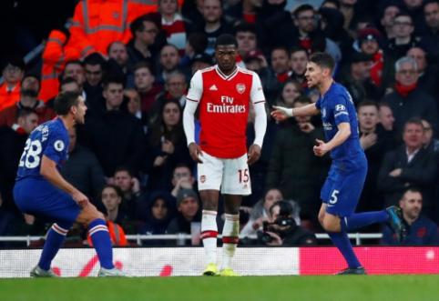 """Rungtynių pabaigoje sutrupėjęs """"Arsenal"""" krito prieš """"Chelsea"""""""