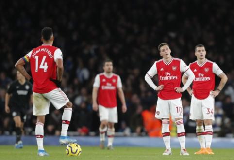 """Visiškas dugnas: """"Arsenal"""" namuose nusileido """"Brighton"""" ekipai"""