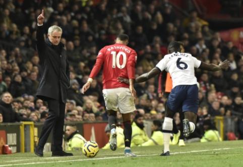 """Mourinho sugrįžimas į """"Old Trafford"""" pažymėtas nesėkme, """"Chelsea"""" ir """"Leicester"""" džiaugėsi pergalėmis"""