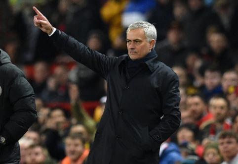 """J. Mourinho įsitikinęs, kad prie pergalingo """"Liverpool"""" įvarčio prisidėjo teisėjo klaida"""