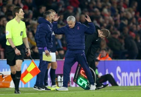 """FA taurė: """"Chelsea"""" žengė į aštuntfinalį, """"Tottenham"""" išleido pergalę mačo pabaigoje"""
