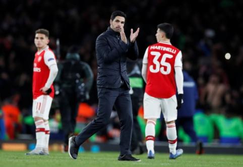 """""""Arsenal"""" žaidėjai izoliuoti dėl koronaviruso, """"Premier"""" lyga atšaukė rungtynes su """"Man City"""""""