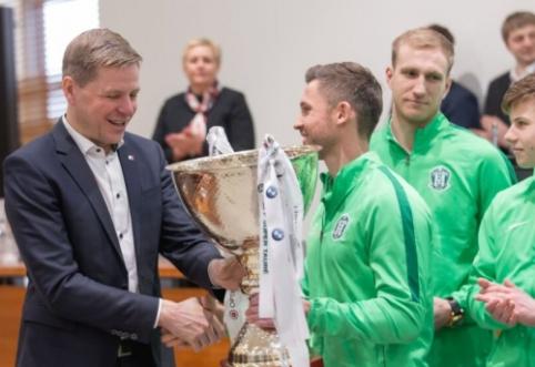 Žalgiriečiai įteikė LFF Supertaurę Vilniaus merui