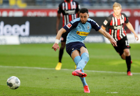 """""""Gladbach"""" susitvarkė su """"Eintracht"""" ir pakilo į trečiąją vietą """"Bundesliga"""" pirmenybėse"""