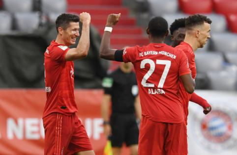 """Lyderio pozicijos nepaleidžiantis """"Bayern"""" pasismagino mače su """"Eintracht"""""""