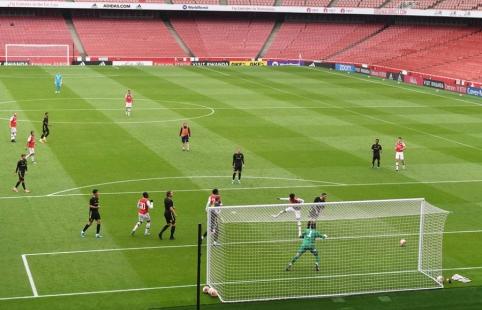 """""""Arsenal"""" draugiškose rungtynėse krito prieš """"Championship"""" komandą"""