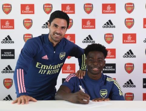 """""""Arsenal"""" sudarė ilgalaikę sutartį su talentinguoju B. Saka"""