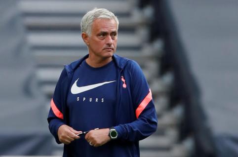 Jose Mourinho  už 55 mln. siekia prisivilioti dar vieną gynėją