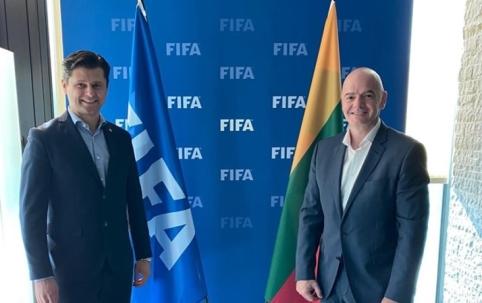 """T. Danilevičius po susitikimo su G. Infantino: """"Džiaugiamės FIFA palaikymu ir pagalba"""""""
