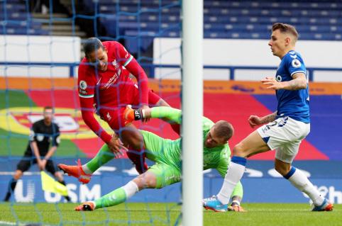 """""""Liverpool"""" veda derybas dėl brangaus V. Van Dijko įpėdinio"""