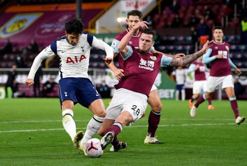 """""""Tottenham"""" tik rungtynių pabaigoje palaužė """"Burnley"""" ekipą."""