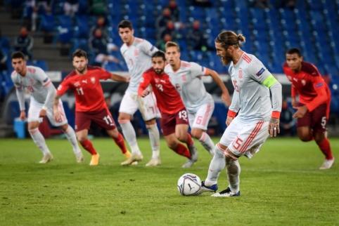 Ispanai išplėšė lygiąsias mače su šveicarais, S. Ramosas nerealizavo dviejų 11 metrų baudinių