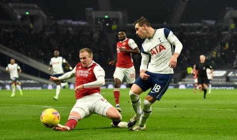 """""""Tottenham"""" pirmajame kėlinyje susidorojo su """"Arsenal"""""""