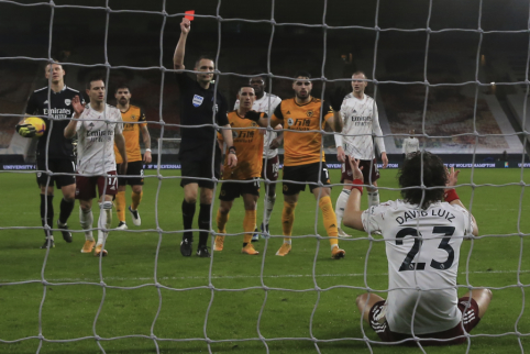 Anglijos FA anuliavo J. Bednareko raudoną kortelę, D. Luizo nuobauda liko galioti