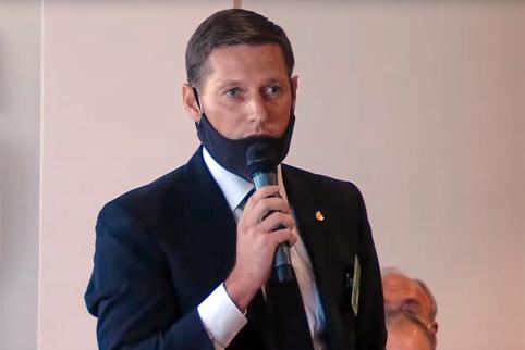 Masinio futbolo asociacijos prezidentu perrinktas S. Slyva