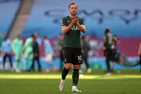 """H. Kane'as informavo """"Tottenham"""" vadovus apie norą išvykti"""