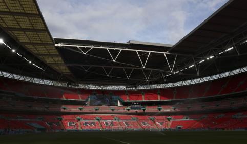 """Dar vienas skandalas: """"Wembley"""" apsauginiai maudėsi piniguose"""