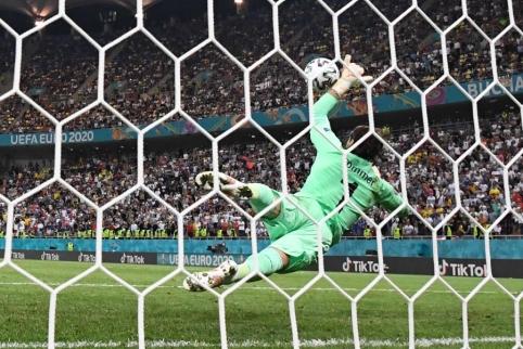 K. Mbappe smūgį atrėmęs Y.Sommeris: futbole nėra neįmanomų dalykų