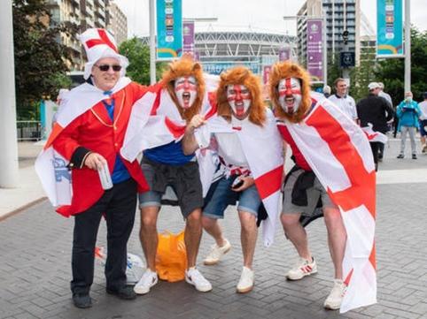 UEFA už fanų elgesį nubaudė Anglijos futbolo federaciją pinigine bauda