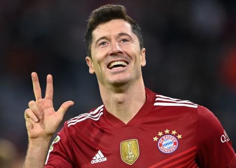 """R. Lewandowskiui įteiktas """"Auksinis batelis"""""""