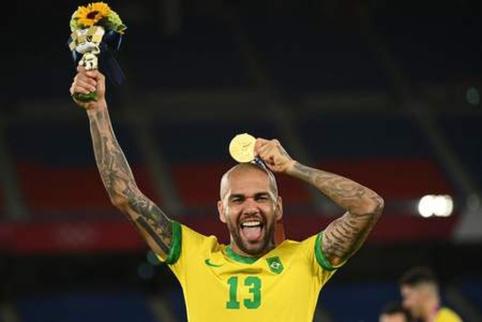 Dani Alvesas tapo laisvuoju agentu