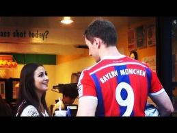 Merginos noriai dalino tel. numerius apsimeteliui R.Lewandowskiui